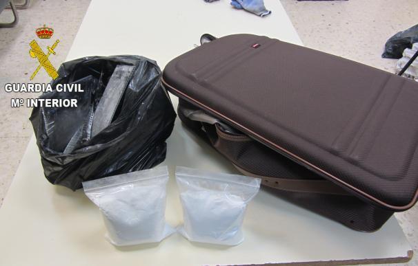Intervenidos en el aeropuerto 1,5 kilos de cocaína ocultos en una maleta