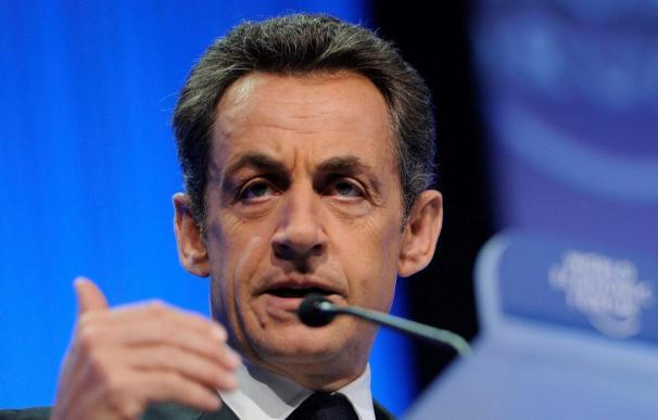 """Sarkozy subraya que Europa nunca dejará el euro porque """"el euro es Europa"""""""
