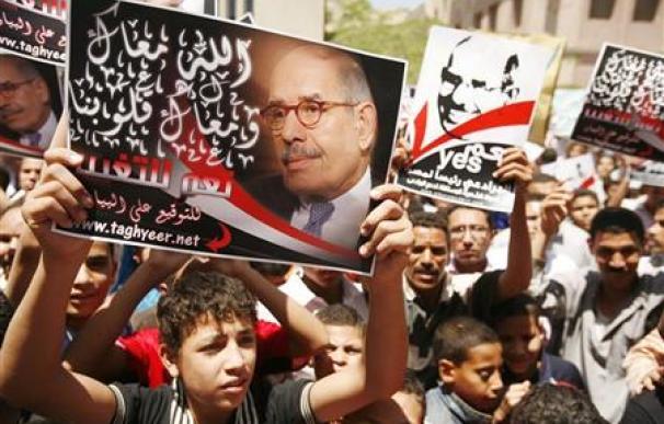 EXCLUSIVA-ElBaradei dice que es hora de que se vaya Mubarak