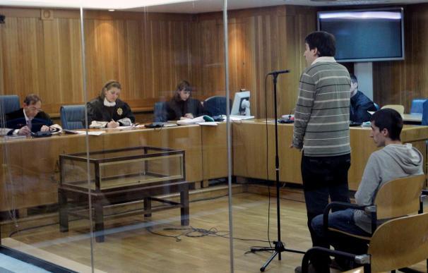 Dos presuntos miembros de SEGI niegan la quema de una marquesina en Vitoria