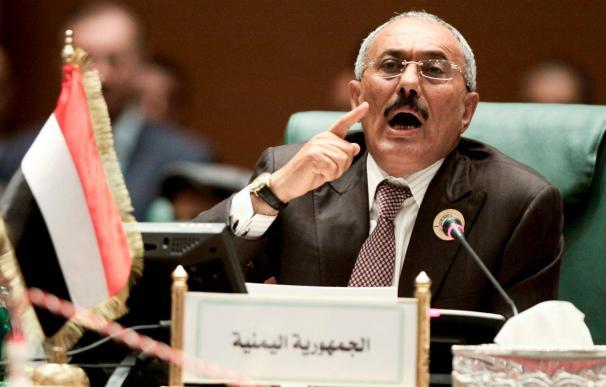 Decenas de miles de personas se manifiestan en Yemen contra el presidente
