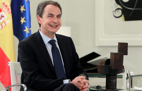 Zapatero comunica a Rajoy el compromiso político con los agentes sociales