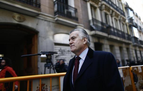 """Bárcenas llama """"presunta delincuente"""" a Aguirre y le insta a explicar """"muchas cosas que han hecho"""" en el PP de Madrid"""