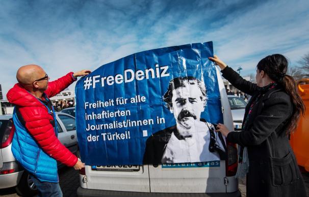 El cónsul alemán visita en prisión al periodista Deniz Yucel