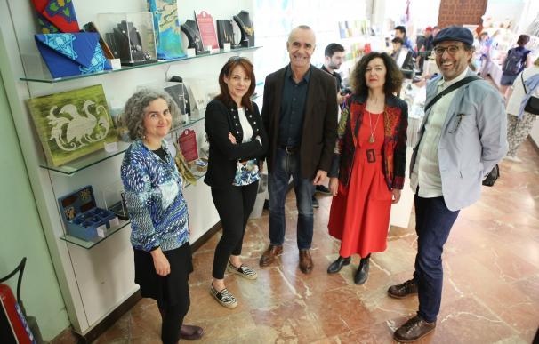 El Real Alcázar comienza a comercializar productos de artesanos sevillanos inspirados en el monumento