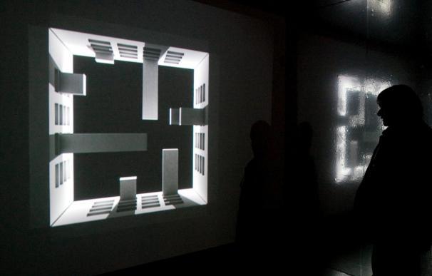 Una exposición muestra el universo de Miguel Hernández a través de Serrat