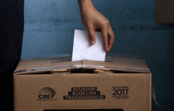 Ecuador vota en una segunda vuelta clave para la izquierda latinoamericana