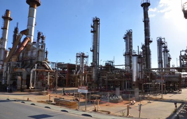 Medio Ambiente y Cepsa renuevan su colaboración para la conservación del entorno de la refinería