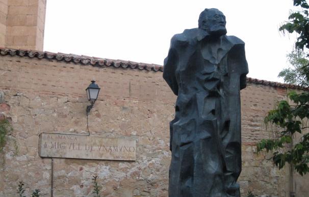 La rectora de la UPSA y el alcalde de Salamanca harán una ofrenda a la estatua de Unamuno el próximo día 31