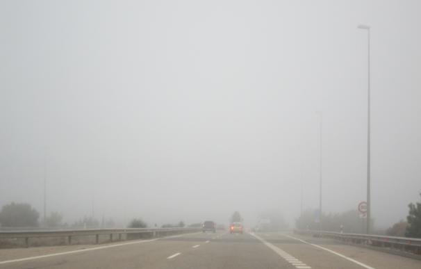 La niebla condiciona la circulación en varios tramos de carreteras de las provincias de Zaragoza y Huesca