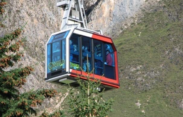 Casi 6.200 personas visitan Cabárceno y más de 1.900 Fuente Dé