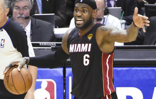 102-109. James ayudó a Cavaliers a romper la racha perdedora; Bryant, nueva marca