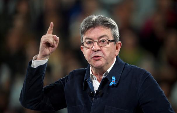 Melenchon roza el 20%, supera a Fillon y por primera vez es tercero en los sondeos