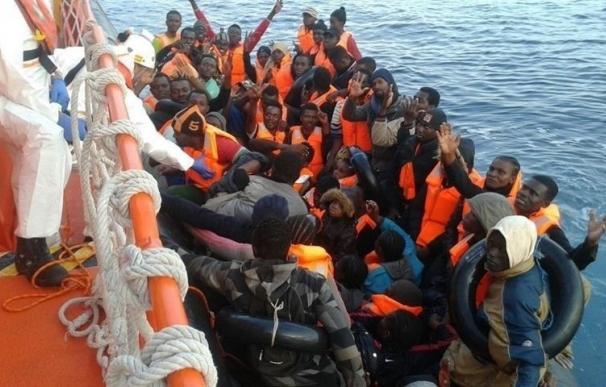 Llegan a las costas de Andalucía y Canarias un centenar de inmigrantes en cuatro pateras