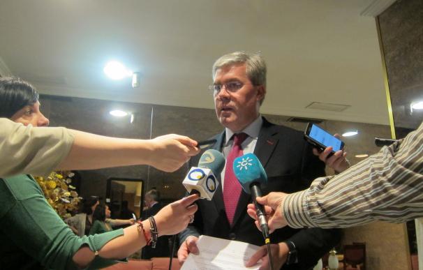 """Fernández de Moya asegura que """"la única verdad"""" es que no renuncia, sino que se le aplica incompatibilidad"""