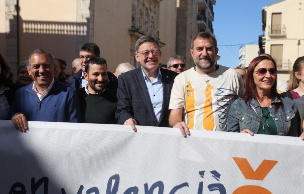 """Puig promete que el Consell no dará """"ningún paso atrás"""" en política lingüística y acabará con los barracones"""