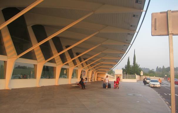 El aeropuerto de Loiu programa 765 operaciones de miércoles Santo a Lunes de Pascua, con 115.492 asientos ofertados