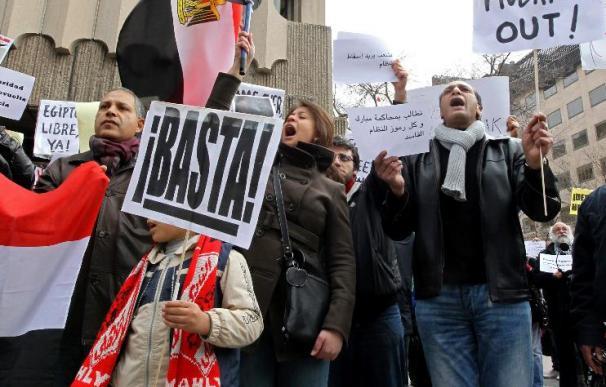 Un centenar de egipcios se manifiesta contra Mubarak en Madrid