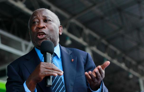 El presidente de Costa de Marfil trata de buscar apoyo en Zimbabue para mantenerse en el poder