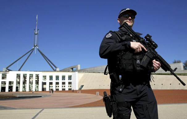 Un hombre armado con un cuchillo intenta entrar al Parlamento australiano