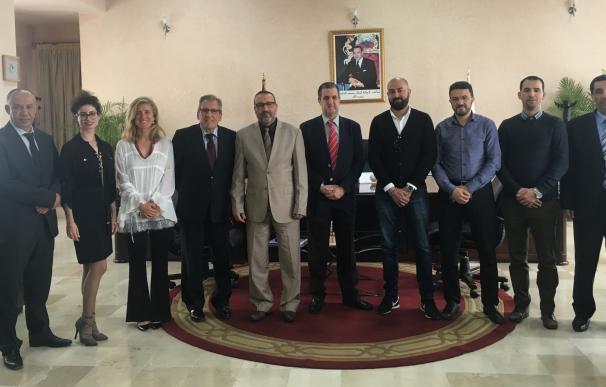 El alcalde de Tánger propone un 'acuerdo marco' para impulsar la colaboración con empresas de Cantabria