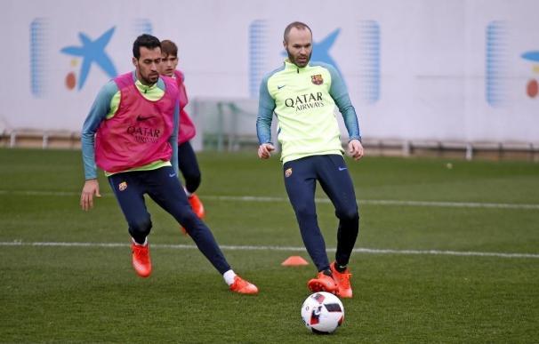 Iniesta se pierde el derbi ante el Espanyol por molestias en el aductor de la pierna derecha