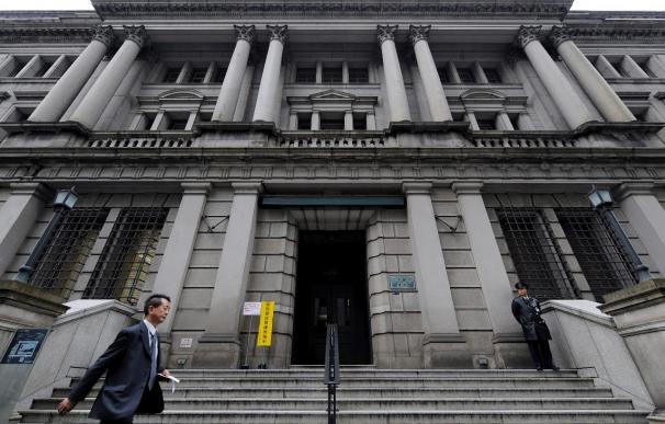 El Banco de Japón mantiene los tipos a cero y aumenta la previsión al 3,3 por ciento