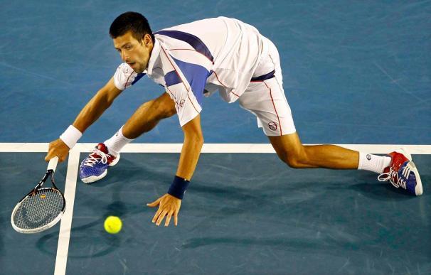 Djokovic vuelve a las semifinales y amenaza a Federer en el Abierto de Australia