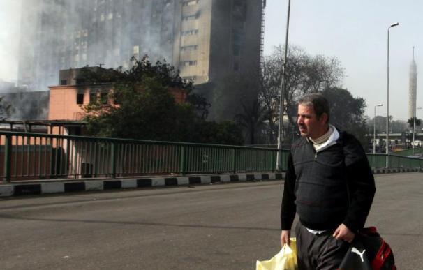 Disparos al aire para evitar la entrada de manifestantes en el Parlamento