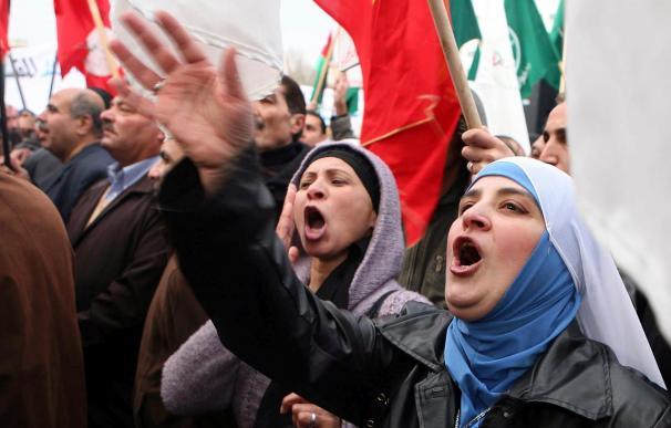 Miles de jordanos se manifiestan y piden la destitución del primer ministro