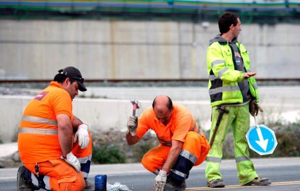 Encapuchados derraman aceite en una de las vías de entrada a Bilbao