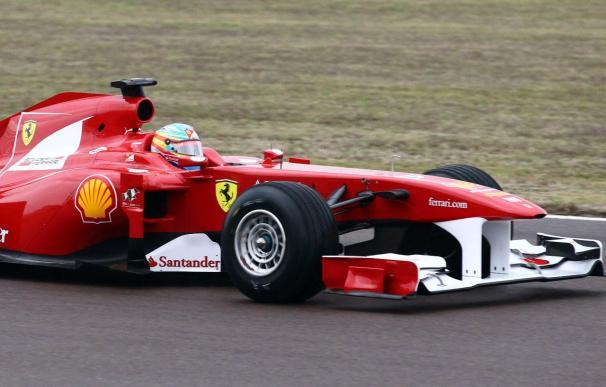 Vettel y Alonso sacan a escena el RB7 y F150 con los que correrán en 2011