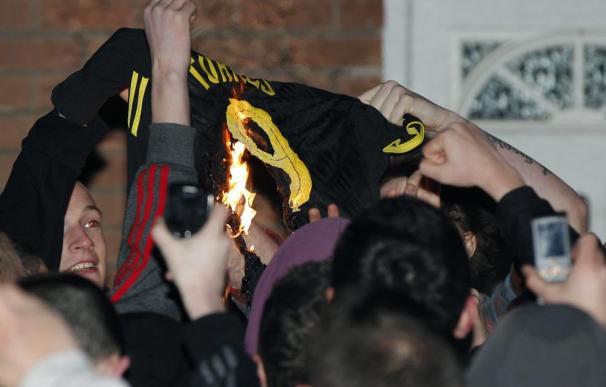 Aficionados del Liverpool quemaron la camiseta de Torres