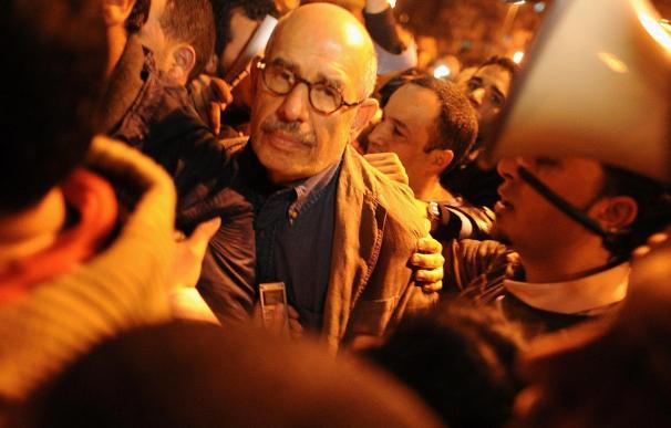Mubarak pide a su nuevo primer ministro que dialogue con la oposición