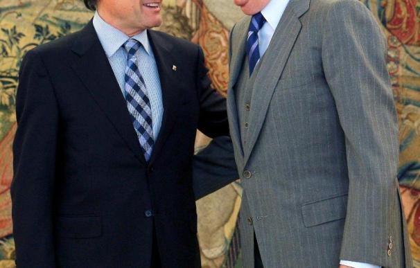 El rey da la enhorabuena a Mas en su primer encuentro en Zarzuela