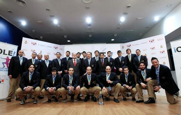 Zapatero felicita a la selección de balonmano por el bronce en el Mundial