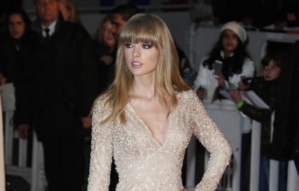 Taylor Swift se inspira en su 'baúl de los recuerdos' para componer