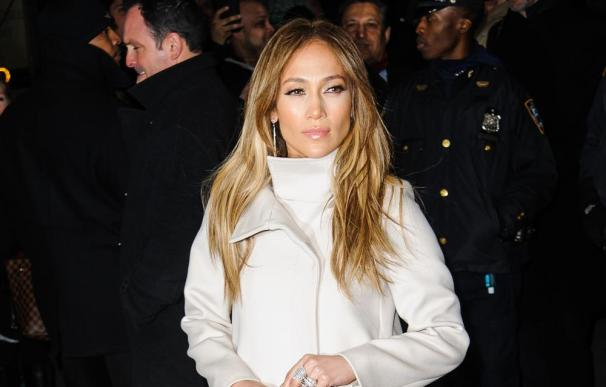Jennifer Lopez continúa enfrentada a su primer marido
