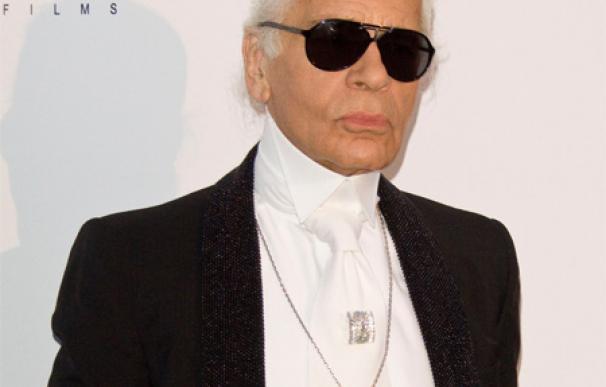 Karl Lagerfeld se diseña a sí mismo