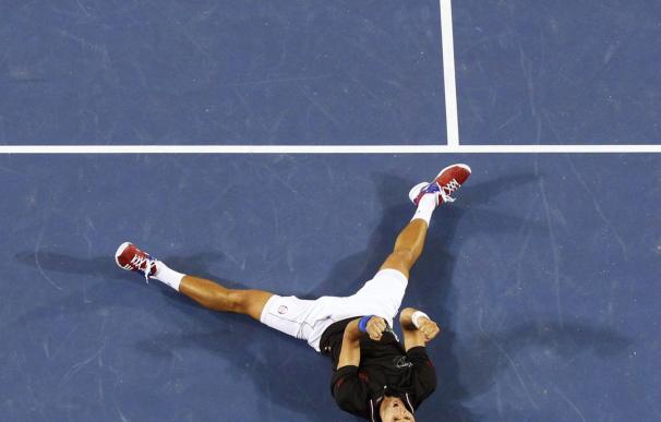 Djokovic mantiene a raya a Nadal en la lucha por el número uno