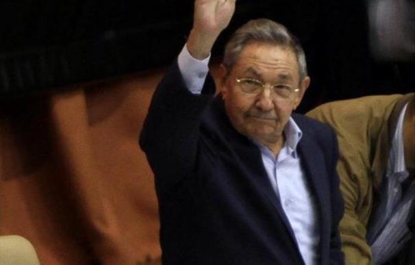 """Raúl Castro defiende el partido único como arma de unidad frente al """"imperio"""""""