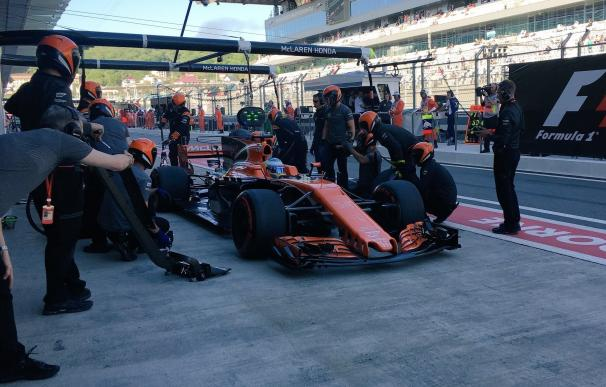 Ferrari domina la primera jornada y Alonso esquiva los problemas para situarse duodécimo