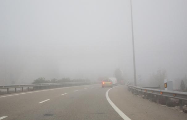 La niebla condiciona la circulación en doce tramos de carreteras de Aragón