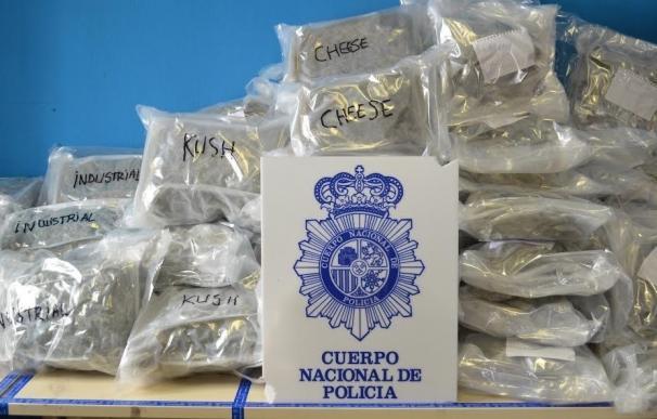 La Policía interviene 50 kilos de marihuana ocultos en una furgoneta