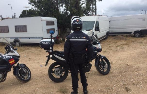 Detenidos tres hombres por montar un puesto ambulante de marihuana en la Santa Faz