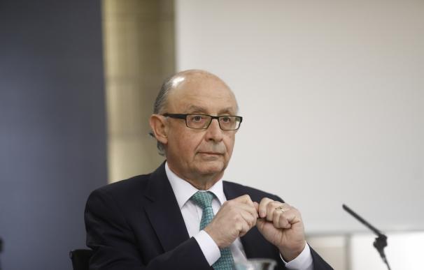 (Ampl.) España dejará de tener déficit en 2020, aunque la deuda pública aún rebasará el 92%