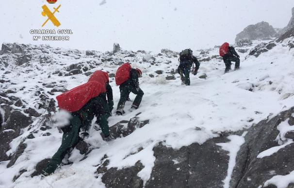 """Potes pide la Medalla al Mérito Civil a los once miembros del Greim por """"su gran labor"""" en el rescate de los montañeros"""