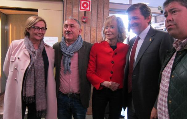 Fernández de la Vega recibe la insignia de Oro de UGT como reconocimiento a su trabajo por la igualdad