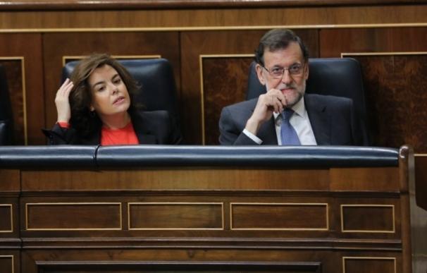 La CUP pide a Rajoy en el Parlament por la 'Operación Catalunya' y JxSí a Santamaría