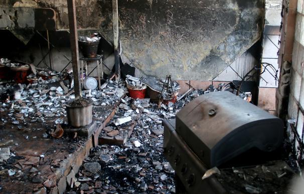 Los dos hermanos heridos en el incendio de una vivienda en Jerez siguen ingresados en la UCI
